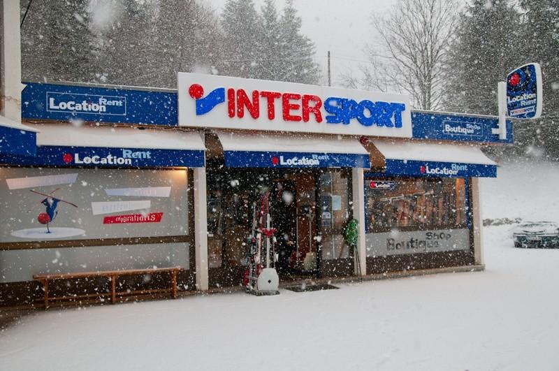 d9233b44fe2b8d Idéalement située, votre location de ski et snowboard n'est qu' a quelques  mètres du départ de la télécabine Côte 2000.